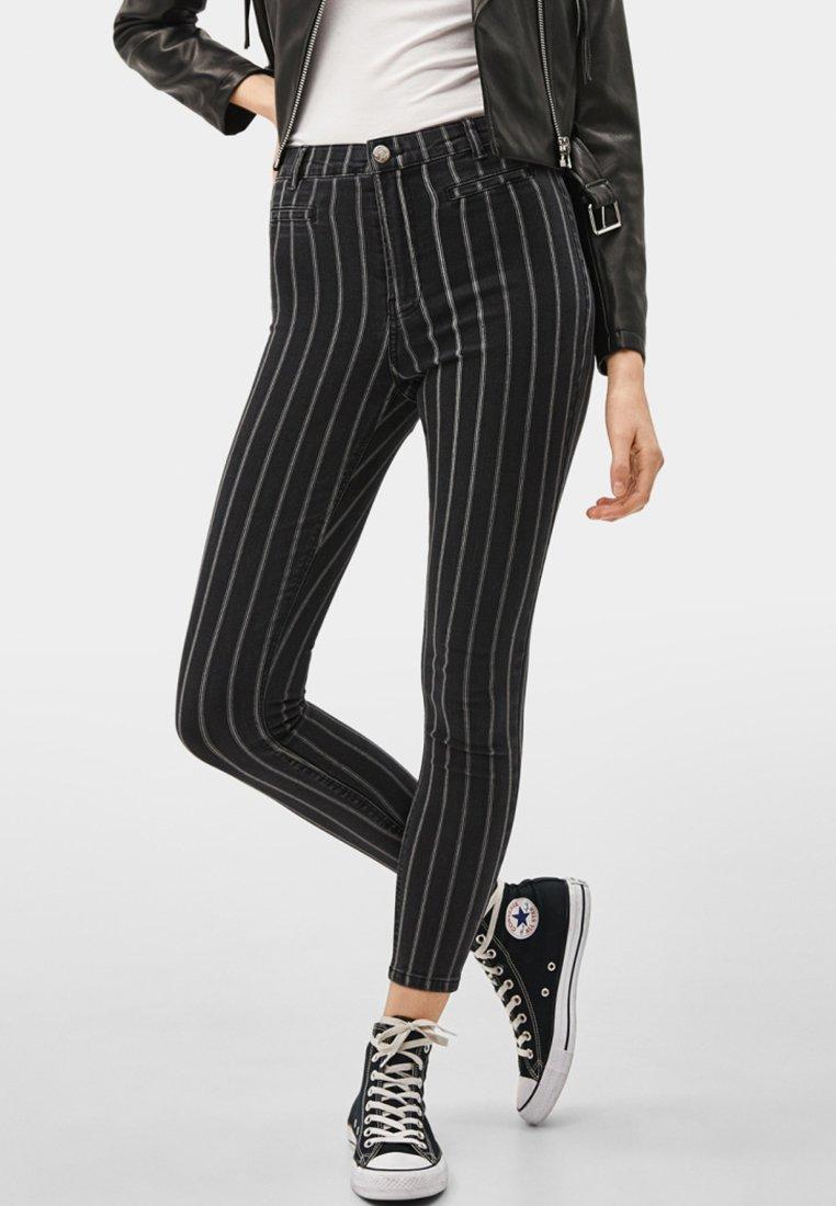 Bershka - Jeans Skinny - dark grey