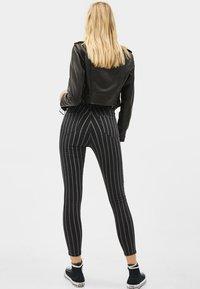 Bershka - Jeans Skinny - dark grey - 2