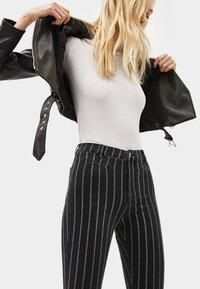 Bershka - Jeans Skinny - dark grey - 3