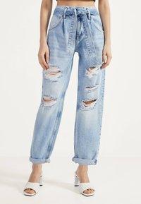Bershka - Relaxed fit jeans - blue denim - 0