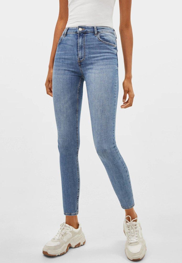 Bershka - MIT HOHEM BUND - Jeans Skinny Fit - blue denim