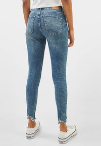 Bershka - LOW WAIST - Jeansy Skinny Fit - Blue