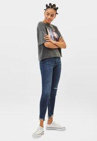 Bershka - LOW WAIST - Jeans Skinny - dark blue - 1