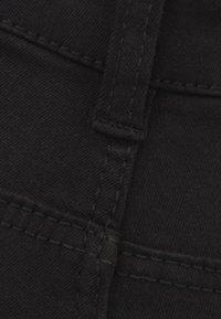 Bershka - MIT HALBHOHEM BUND UND SEITLICHEM STREIFEN - Jeans Skinny Fit - black - 4