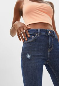Bershka - PUSH-UP MID WAIST - Jeans Skinny Fit - dark blue - 3