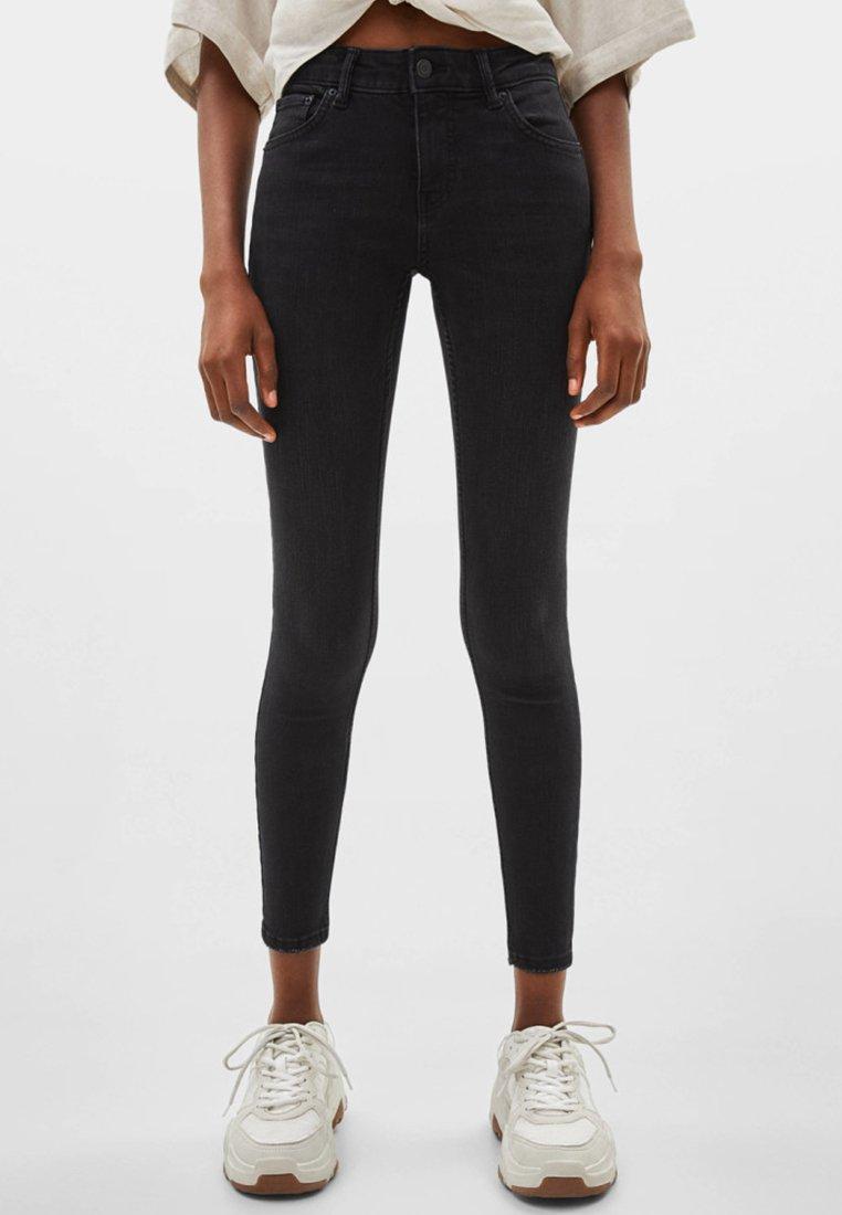 Bershka - PUSH-UP MID WAIST - Jeans Skinny Fit - black