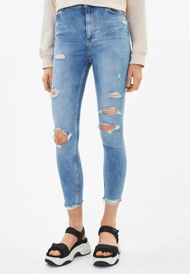 Bershka - MIT SUPER HOHEM BUND - Jeans Skinny Fit - light blue