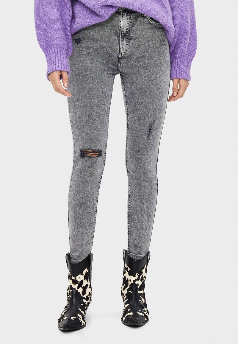 Bershka - Jeans Skinny Fit - silver