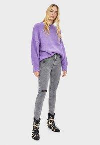 Bershka - Jeans Skinny Fit - silver - 1