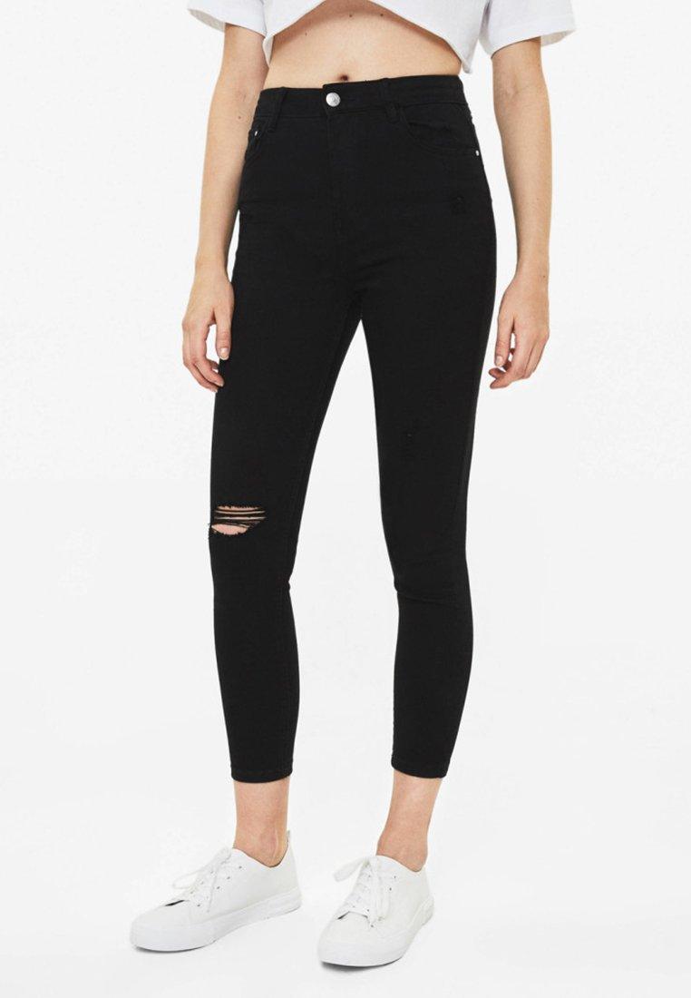 Bershka - MIT HOHEM BUND UND RISSEN  - Jeans Skinny Fit - black