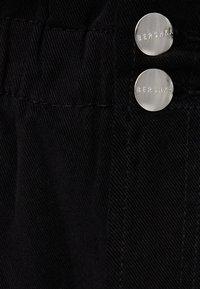 Bershka - MIT BUNDFALTEN  - Straight leg jeans - black - 4