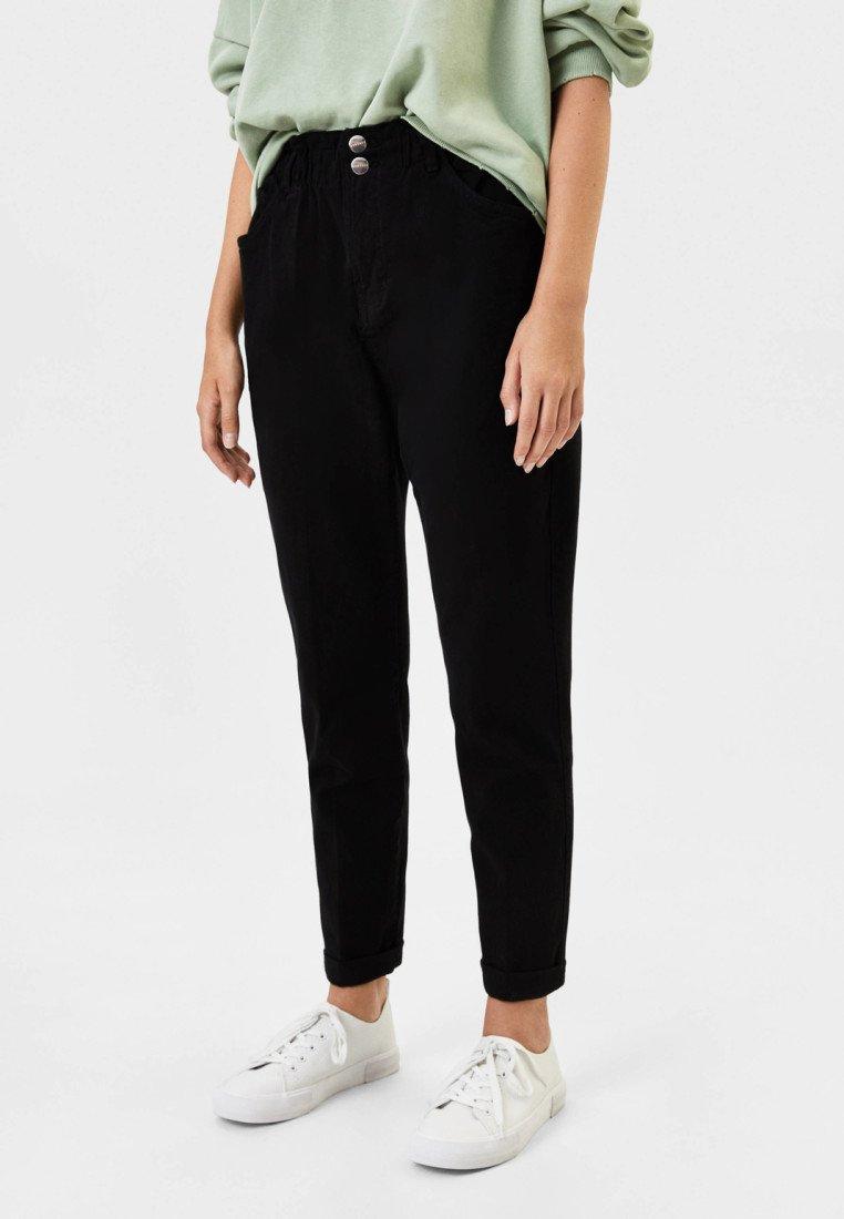 Bershka - MIT BUNDFALTEN  - Straight leg jeans - black