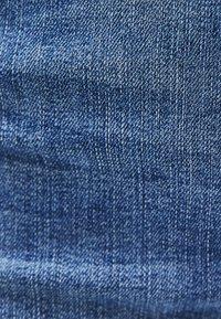 Bershka - MIT SCHLAG UND HOHEM BUND  - Flared Jeans - blue - 4