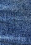 Bershka - MIT SCHLAG UND HOHEM BUND  - Flared Jeans - blue