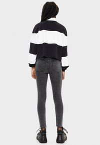 Bershka - Jeans Skinny Fit - grey - 2
