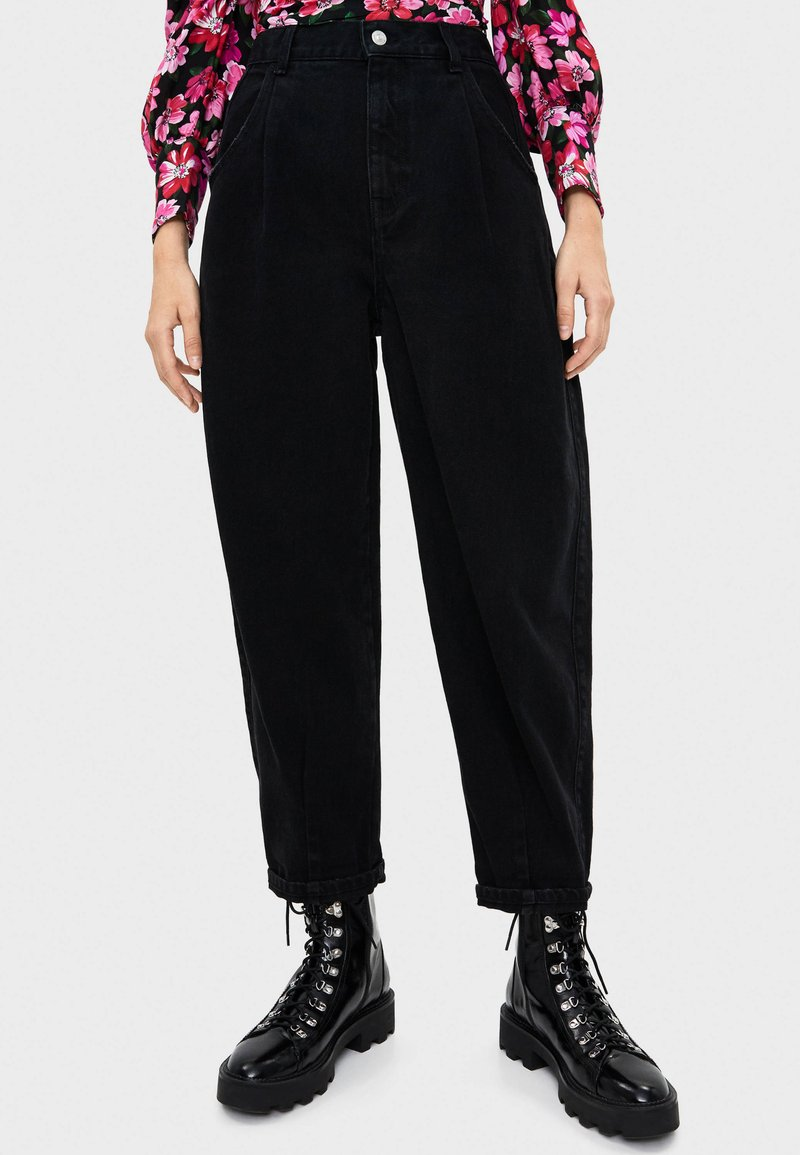 Bershka - IM BALLOON-FIT  - Jeans relaxed fit - black