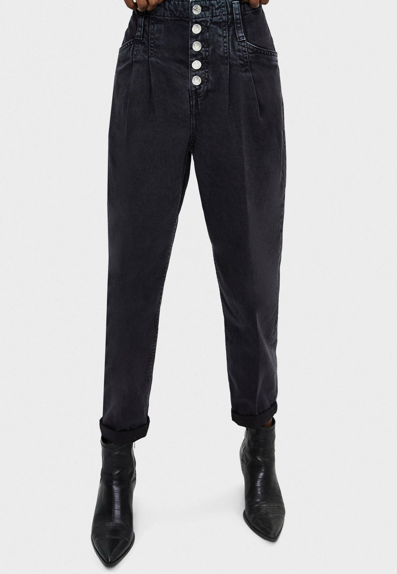 Bershka - Relaxed fit jeans - black