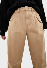 Bershka - Jeans Tapered Fit - beige - 3