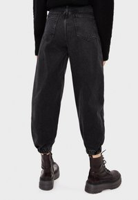 Bershka - Jeans Tapered Fit - black - 2