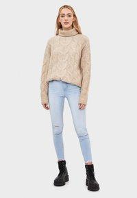 Bershka - SKINNY-JEANS MIT HOHEM BUND 00001211 - Jeansy Skinny Fit - blue - 1