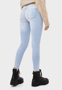 Bershka - SKINNY-JEANS MIT HOHEM BUND 00001211 - Jeansy Skinny Fit - blue - 2