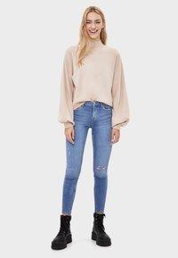 Bershka - SKINNY-JEANS MIT HOHEM BUND 00001211 - Jeans Skinny Fit - blue denim - 1
