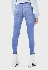 Bershka - SKINNY-JEANS MIT HOHEM BUND 00001211 - Jeans Skinny Fit - blue - 2