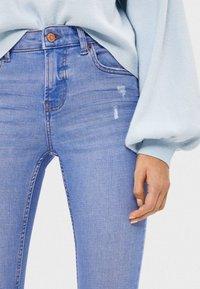 Bershka - SKINNY-JEANS MIT HOHEM BUND 00001211 - Jeans Skinny Fit - blue - 3