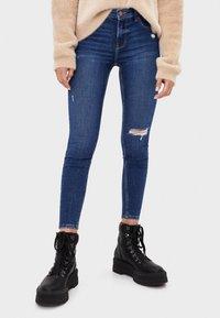 Bershka - SKINNY-JEANS MIT HOHEM BUND 00001211 - Jeans Skinny - light blue - 0