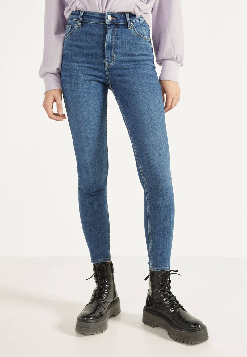 Bershka - Jeans Skinny Fit - light blue