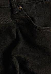 Bershka - SKINNY-FIT-JEANS MIT HOHEM BUND 00004534 - Jeans Skinny Fit - black - 5