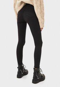 Bershka - MIT HOHEM BUND UND GÜRTEL - Jeans Skinny Fit - black - 2