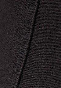 Bershka - MIT HOHEM BUND UND GÜRTEL - Jeans Skinny Fit - black - 5