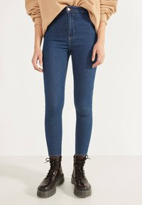 Bershka - JEGGINGS MIT HOHEM BUND 00154074 - Jeans Skinny Fit - dark blue - 0