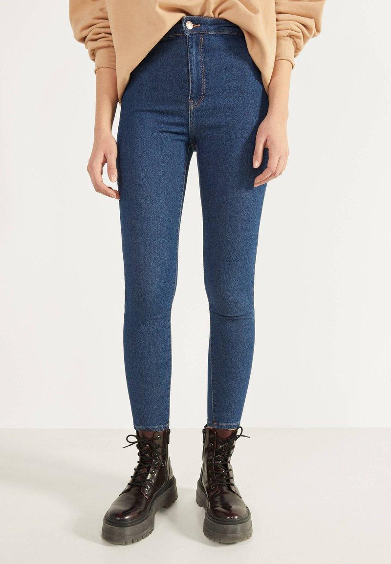 Bershka - JEGGINGS MIT HOHEM BUND 00154074 - Jeans Skinny Fit - dark blue