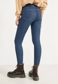 Bershka - JEGGINGS MIT HOHEM BUND 00154074 - Jeans Skinny Fit - dark blue - 3