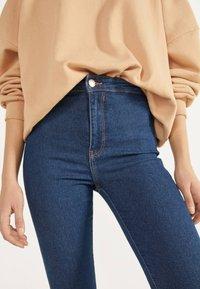 Bershka - JEGGINGS MIT HOHEM BUND 00154074 - Jeans Skinny Fit - dark blue - 4