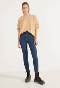 Bershka - JEGGINGS MIT HOHEM BUND 00154074 - Jeans Skinny Fit - dark blue - 1