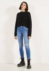 Bershka - Jeans Skinny - blue-black denim - 1