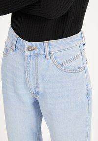 Bershka - MOM - Straight leg jeans - blue denim - 3