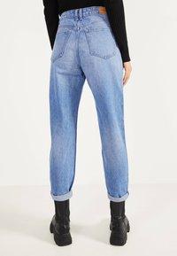 Bershka - MOM - Jeans Straight Leg - blue-black denim - 2