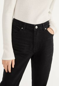 Bershka - MOM - Straight leg jeans - black - 3