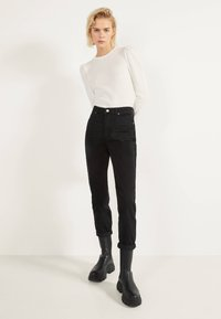 Bershka - MOM - Straight leg jeans - black - 1