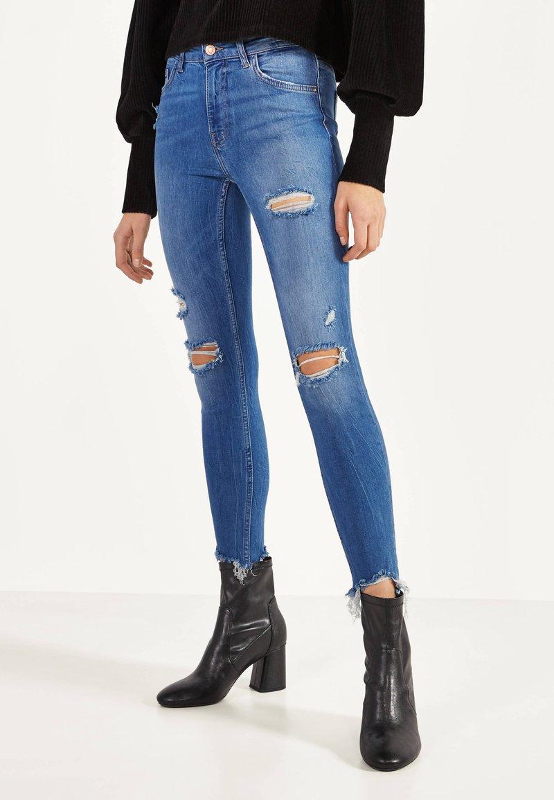 Bershka - Skinny džíny - light blue