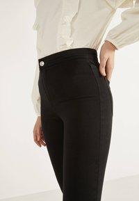 Bershka - JEGGINGS MIT HOHEM BUND 00194777 - Jeans Skinny Fit - black - 3
