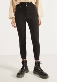 Bershka - MIT DOPPELTEM BUND - Jeans Skinny Fit - black - 0