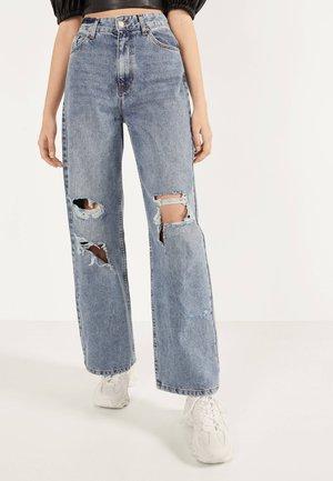 MIT SCHLAGHOSE UND RISSEN - Relaxed fit jeans - blue denim