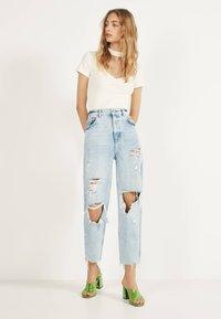 Bershka - MIT RISSEN - Jeans Straight Leg - blue - 1