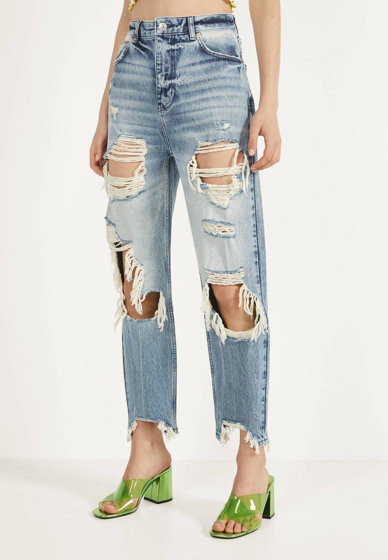 Bershka - MIT RISSEN - Jeans Straight Leg - blue denim