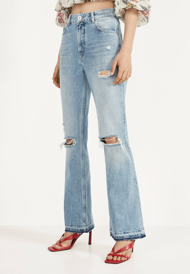 MIT ZIERRISSEN - Flared jeans - blue denim